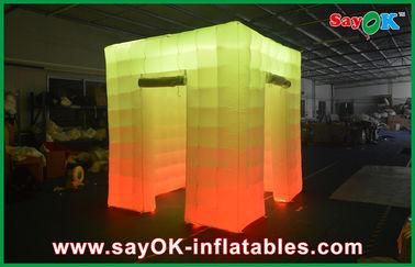 中国 2 対外開放の立方体ライト導かれる上が付いている膨脹可能な写真ブース サプライヤー