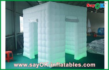 中国 2 ドアの送風機と変わる膨脹可能な写真ブース LED ライト 2.4m 色 サプライヤー