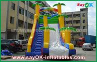 中国 遊ぶことのためのおかしい/安全ポリ塩化ビニールの防水シートの膨脹可能な警備員のスライド黄色/青色 工場
